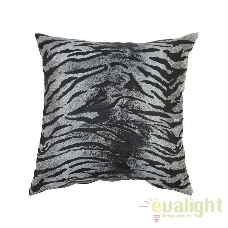 Perna decorativa Tiger 60x60cm negru 40847 SAP, Perne - Fete de perne, Corpuri de iluminat, lustre, aplice, veioze, lampadare, plafoniere. Mobilier si decoratiuni, oglinzi, scaune, fotolii. Oferte speciale iluminat interior si exterior. Livram in toata tara.  a
