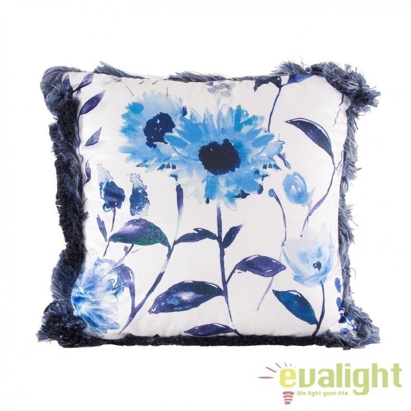 Perna design elegant albastra cu imprimeu floral 45x45cm Troyes 23305 VH, Perne - Fete de perne, Corpuri de iluminat, lustre, aplice, veioze, lampadare, plafoniere. Mobilier si decoratiuni, oglinzi, scaune, fotolii. Oferte speciale iluminat interior si exterior. Livram in toata tara.  a