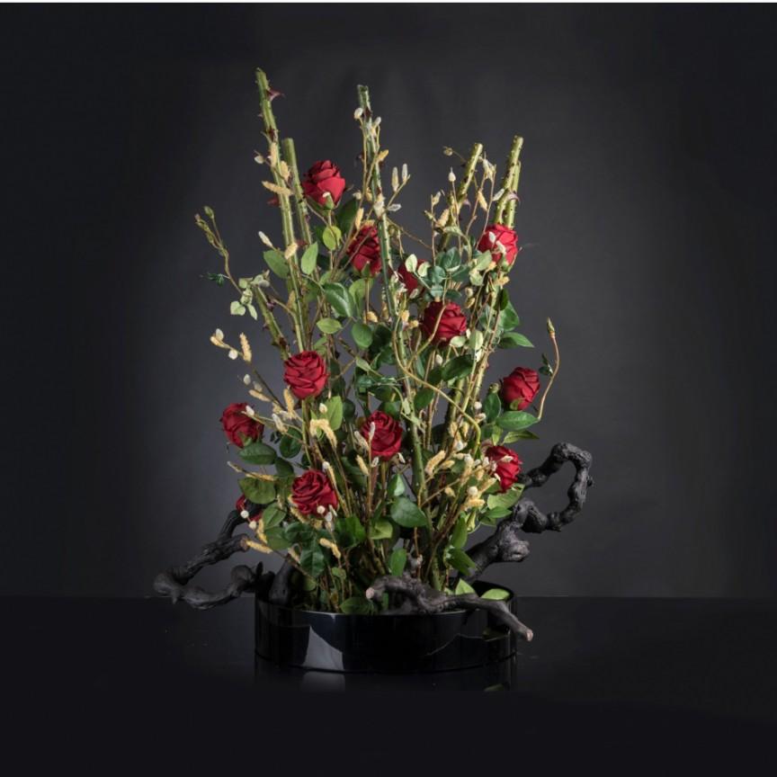 Aranjament floral mare ROSE SCULPTURE TRAY, H-115cm, Aranjamente florale LUX, Corpuri de iluminat, lustre, aplice, veioze, lampadare, plafoniere. Mobilier si decoratiuni, oglinzi, scaune, fotolii. Oferte speciale iluminat interior si exterior. Livram in toata tara.  a