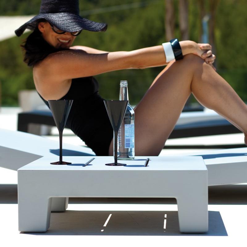 Masuta auxiliara de exterior / interior design modern premium JUT SUN CHAISE TABLE 44405 Vondom, Mobilier terasa si gradina,  a
