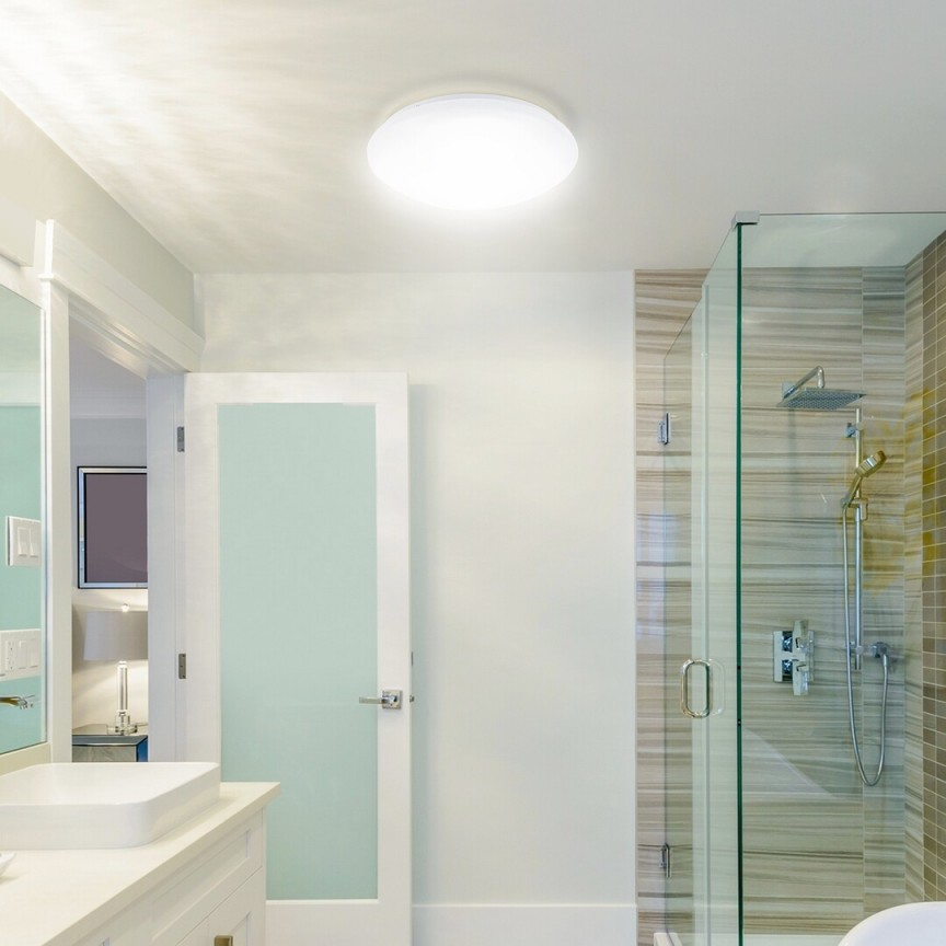 Plafoniera LED moderna pentru baie cu protectie IP44 Lucas 3439 RX, Plafoniere cu protectie pentru baie, LED⭐ modele moderne de lux potrivite în baie. ✅Design premium actual Top 2020! ❤️Promotii lampi❗ ➽ www.evalight.ro. Corpuri de iluminat baie pt interior de tip lustre si spoturi aplicate sau incastrate, (tavan fals rigips, oglinda), cu led-uri si lumini puternice, rotunde si patrate, rezistente la apa (umiditate), ieftine de calitate deosebita la cel mai bun pret! a